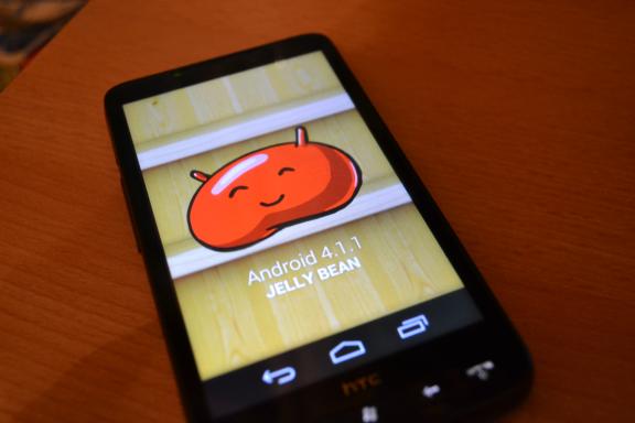 Czego boją się producenci Androida, czyli troche o custom romach na przykładzie HTC HD 2.
