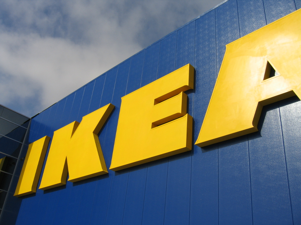 IKEA zapowiada Uppleva Phone i zestaw Uppleva Center. Mebel, telewizor, smartfon i stacja dokująca w jednym