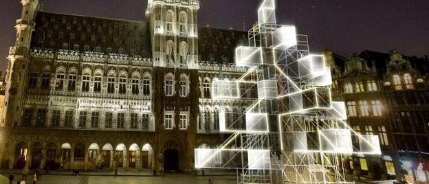 Bruksela ma świecącą, futurystyczną choinkę rodem z Minecrafta i Star Treka. Chyba choinkę