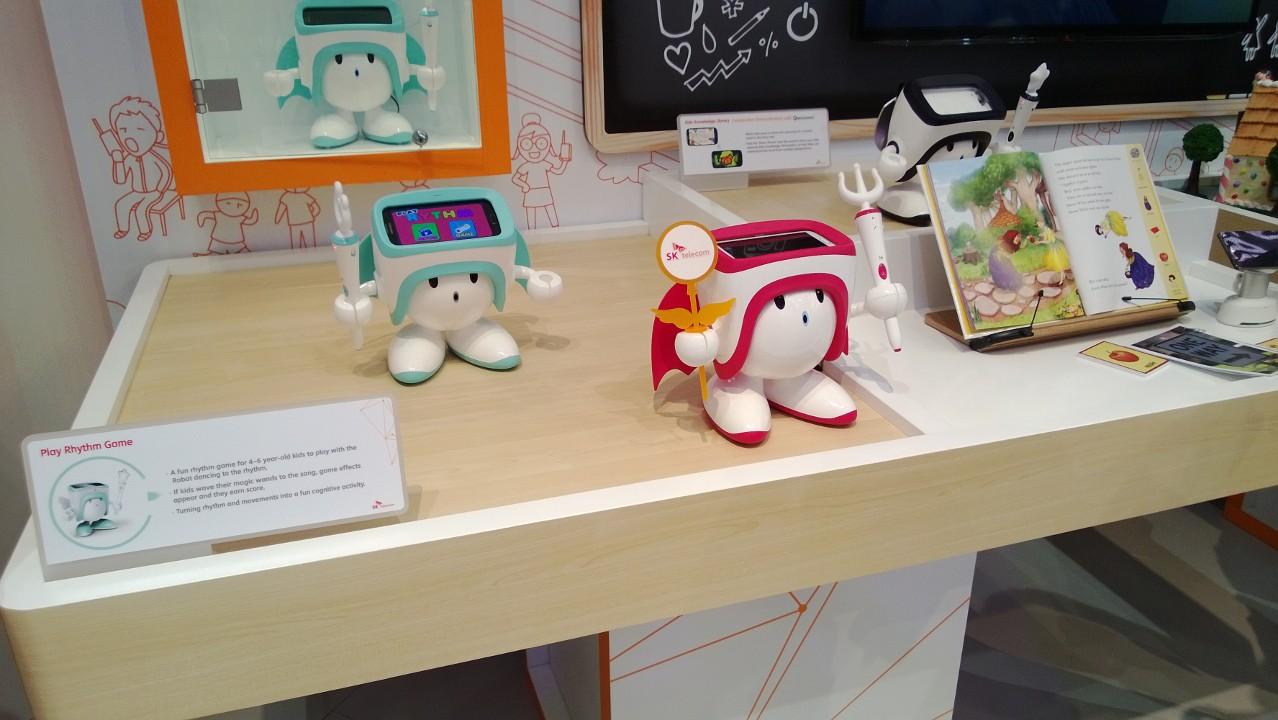 MWC 2013: Robot ze smartfonem w środku. Kupiłbyś dziecku taką zabawkę?