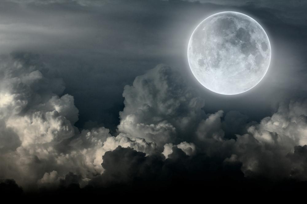 Największa pełnia Księżyca od 68 lat już w poniedziałek. Jak ją fotografować?