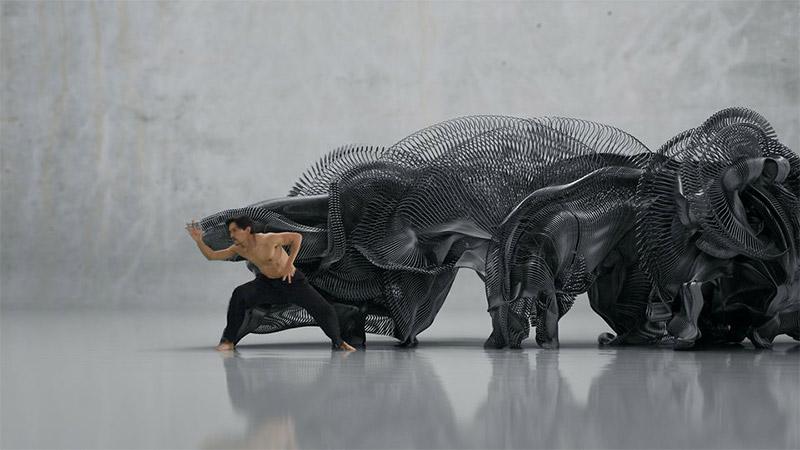 Ruch tancerza zamieniony na cyfrową rzeźbę