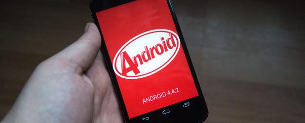 Krótka piłka: Czemu tak długo musimy czekać na aktualizacje telefonów z Androidem? Sam zobacz