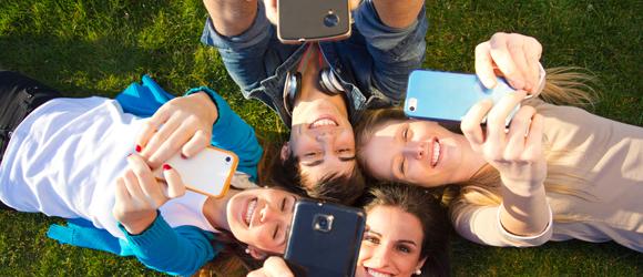Wybieramy taniego smartfona z abonamentem i pakietem internetowym