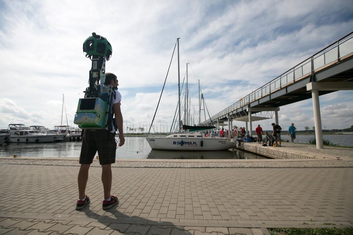 Człowiek z wielkim plecakiem Street View, czyli Trekker po raz pierwszy w Polsce