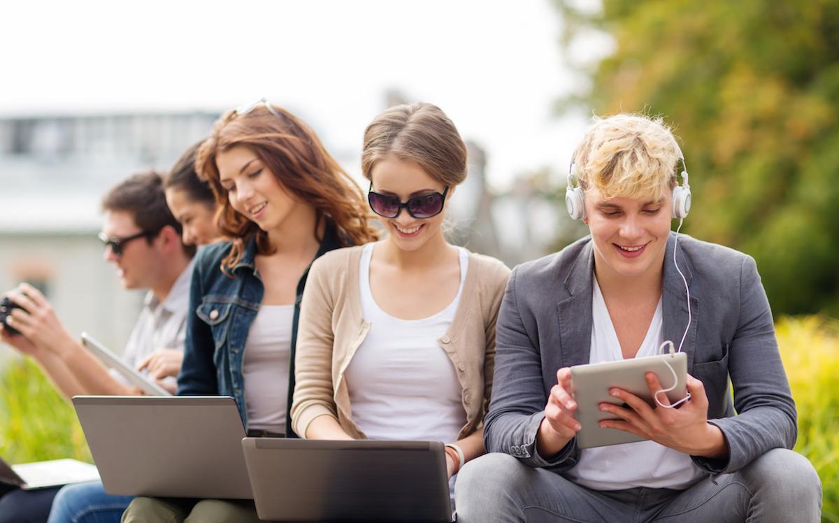 Jaki sprzęt kupić? Ułatwiamy wybór tabletów, laptopów i hybryd ze średniej półki cenowej
