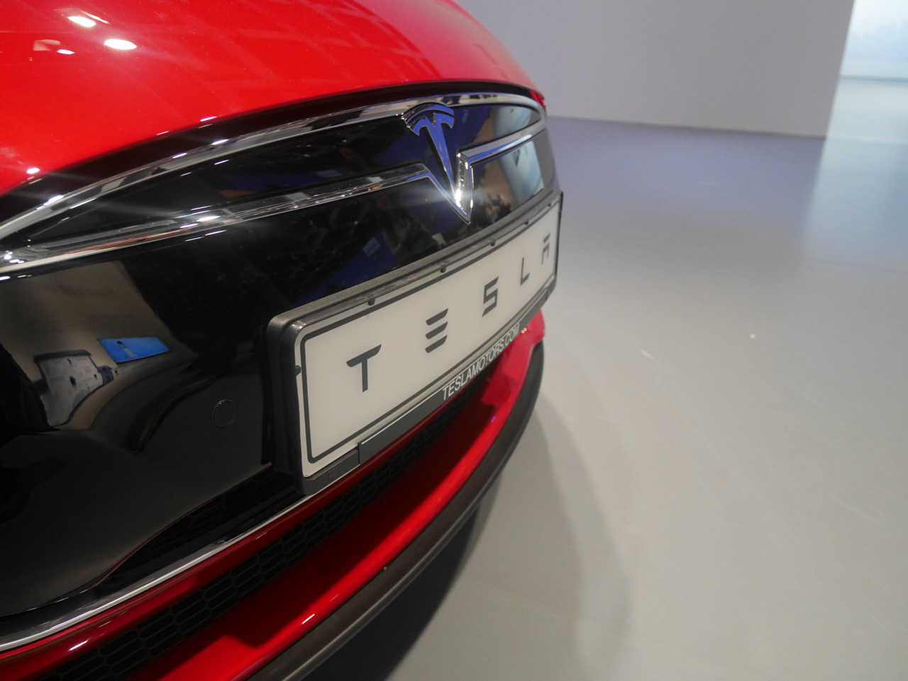 Wsiedliśmy do Tesli Model S – samochodu, który redefiniuje motoryzację jak iPhone komórki