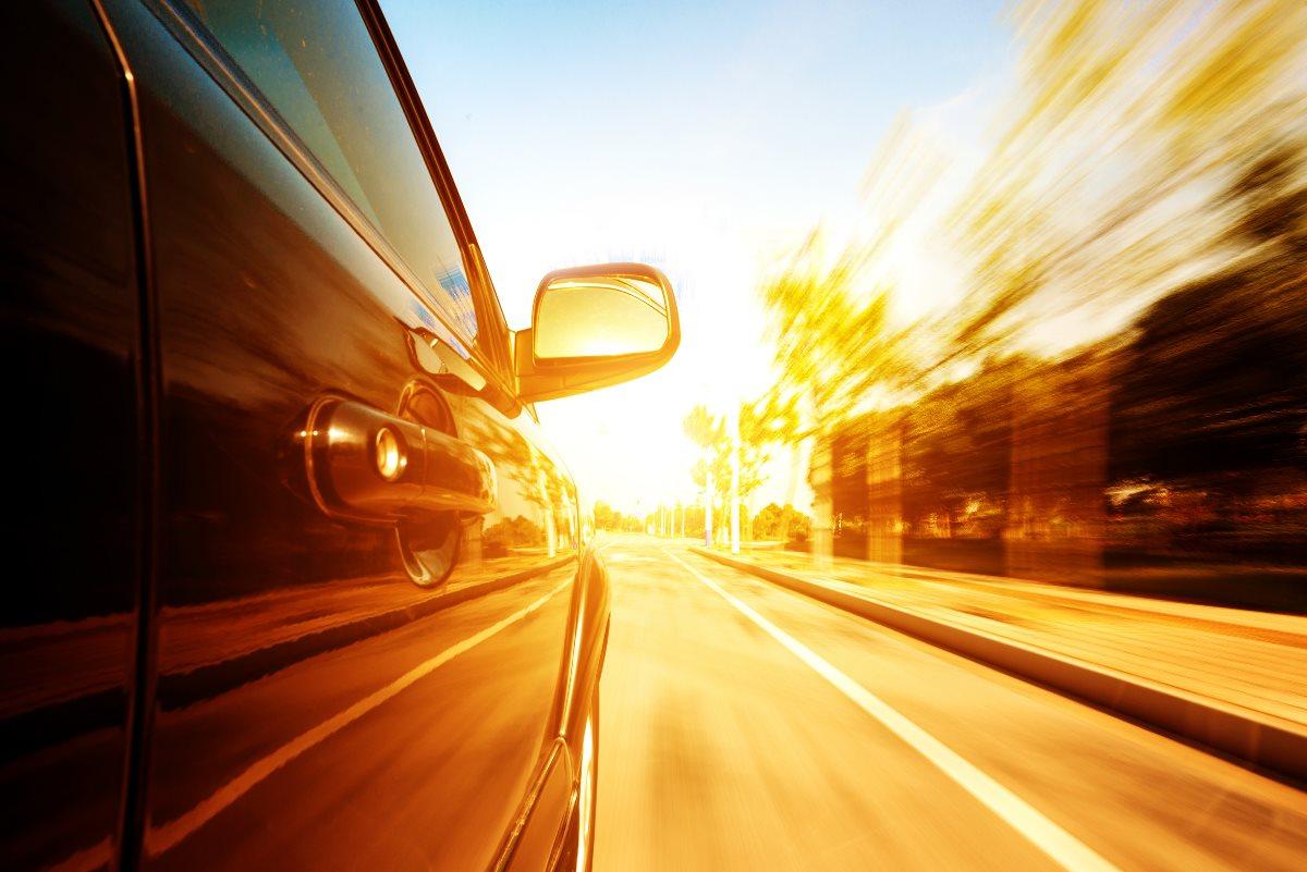 Twój samochód też może być smart. I to za przystępne pieniądze. Parrot Asteroid Tablet – recenzja Spider's Web
