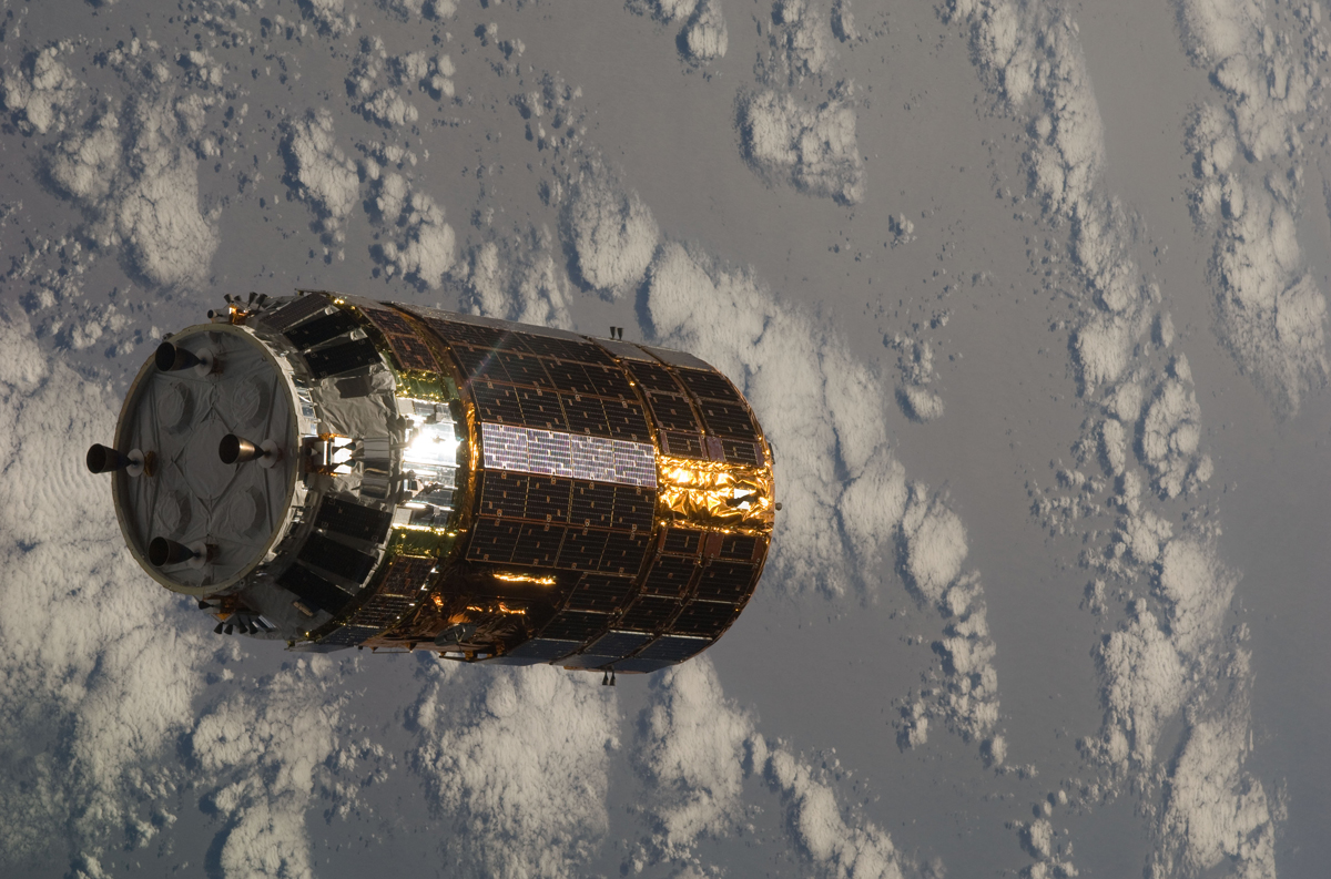 Biały bocian wynosi myszy na orbitę, czyli Japończycy wysyłają towar na ISS