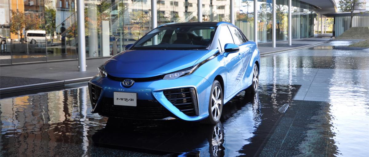 Samochody napędzane wodorem już tu są – Toyota Mirai właśnie wjeżdża do Europy
