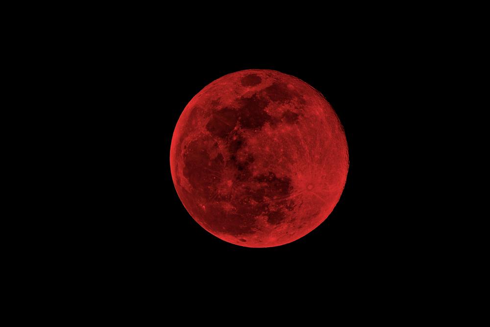 Krwawy superksiężyc na zdjęciach. Zobacz, jak wyglądało jedyne w swoim rodzaju zaćmienie