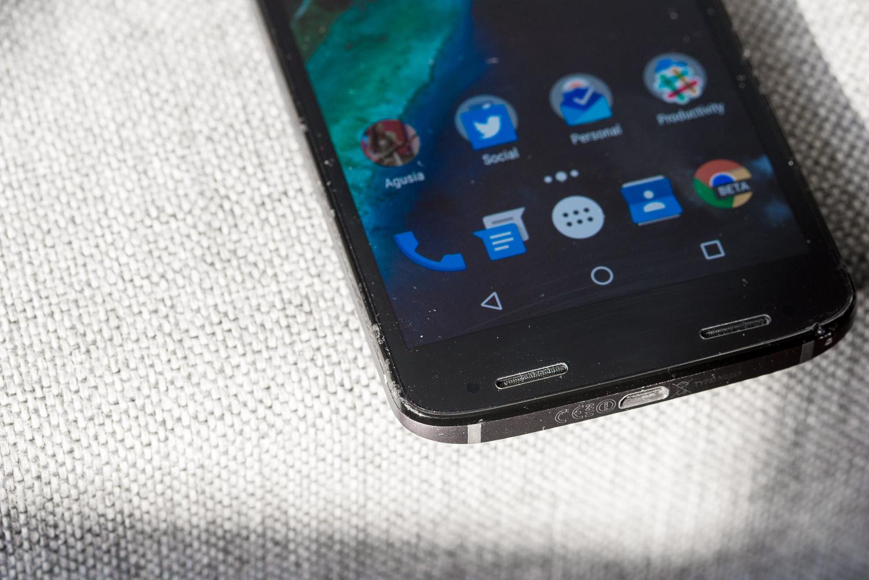 Motorola ma już ekran, którego nie da się potłuc. Teraz chce mieć taki, który… sam się naprawi