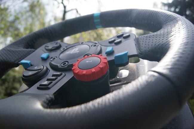 Logitech G29 Driving Force13