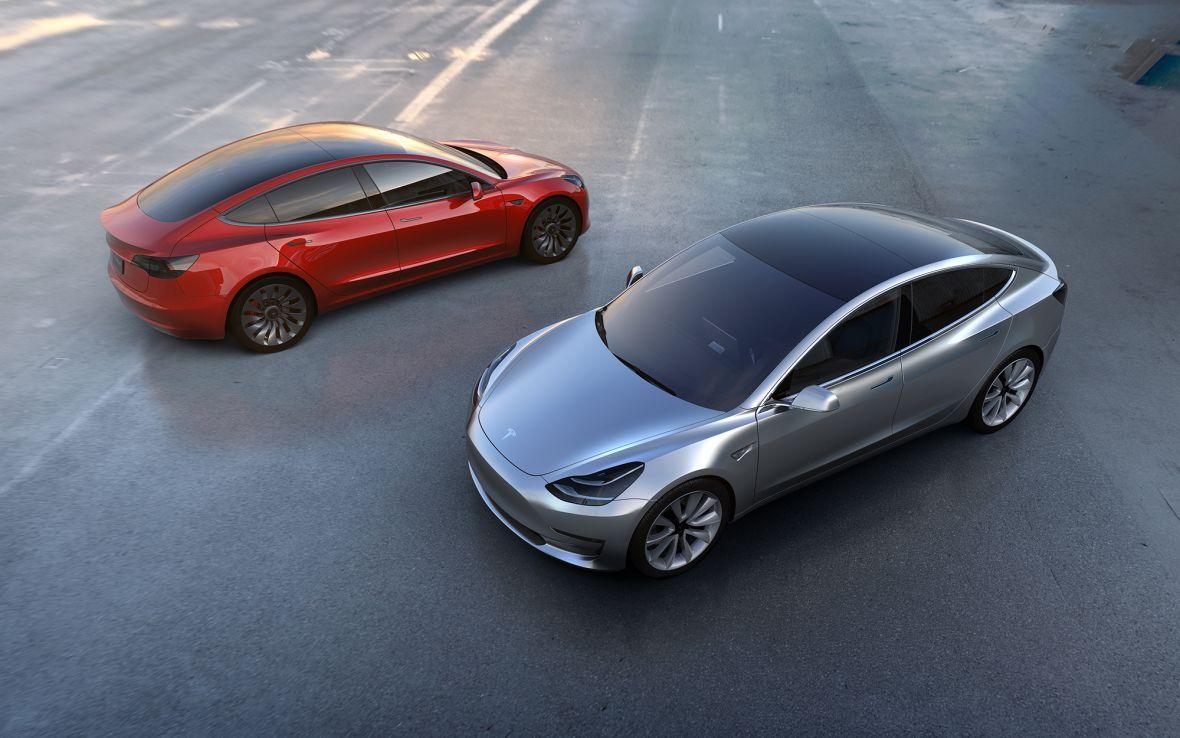 Oto i ona – Tesla Model 3. Z niesamowitym wynikiem już na starcie