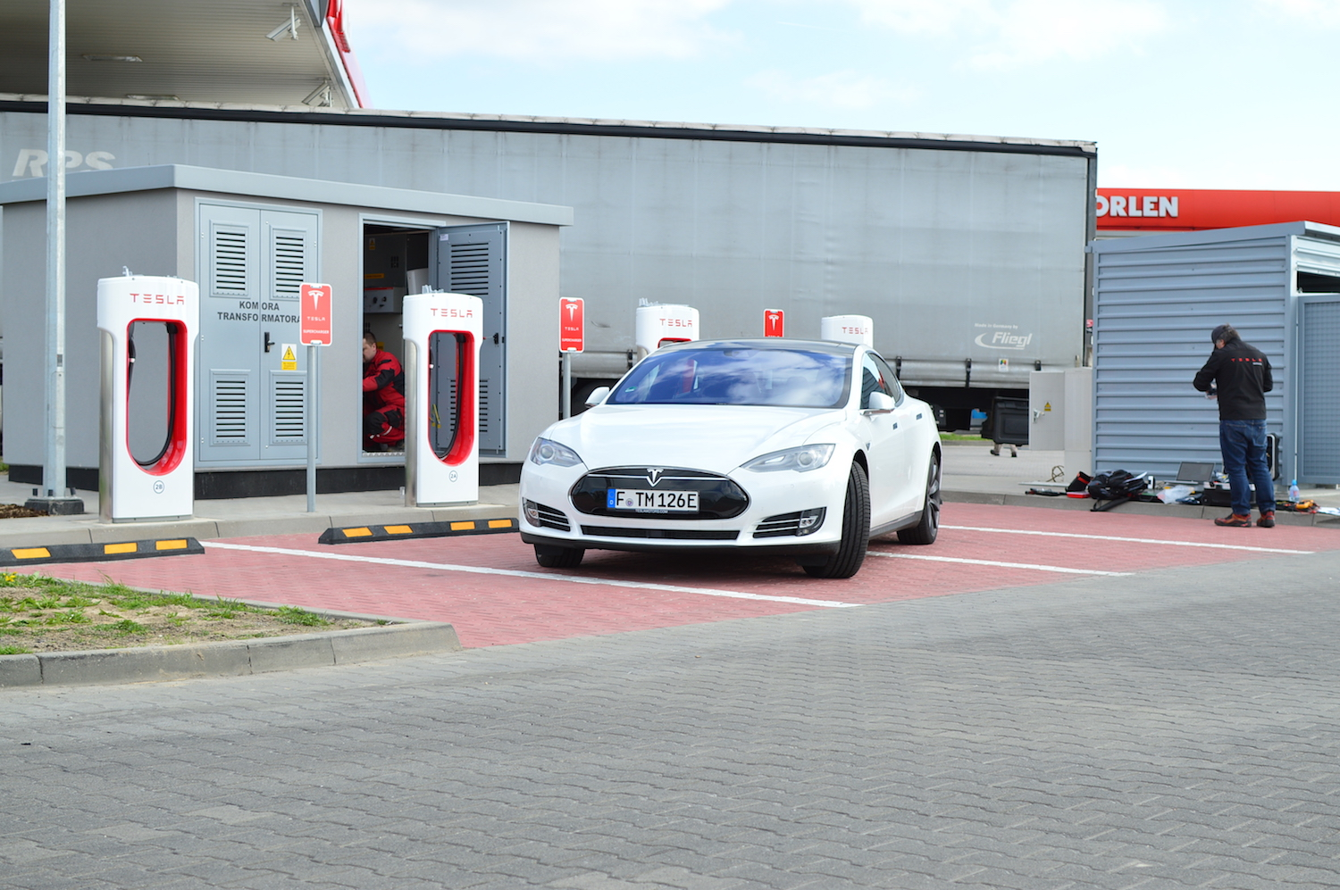 tesla model s wroclaw supercharger 11