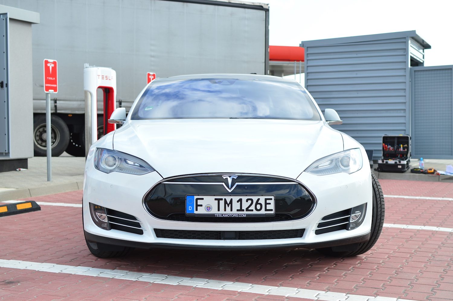 tesla model s wroclaw supercharger 14