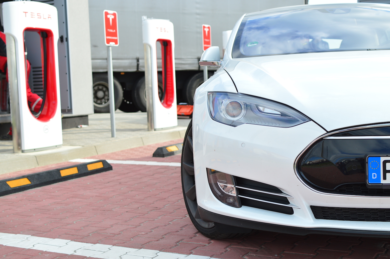 tesla model s wroclaw supercharger 15