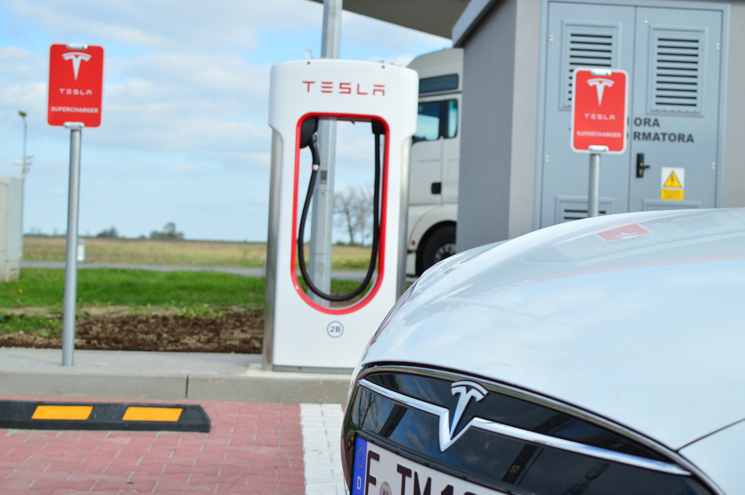 tesla model s wroclaw supercharger 16