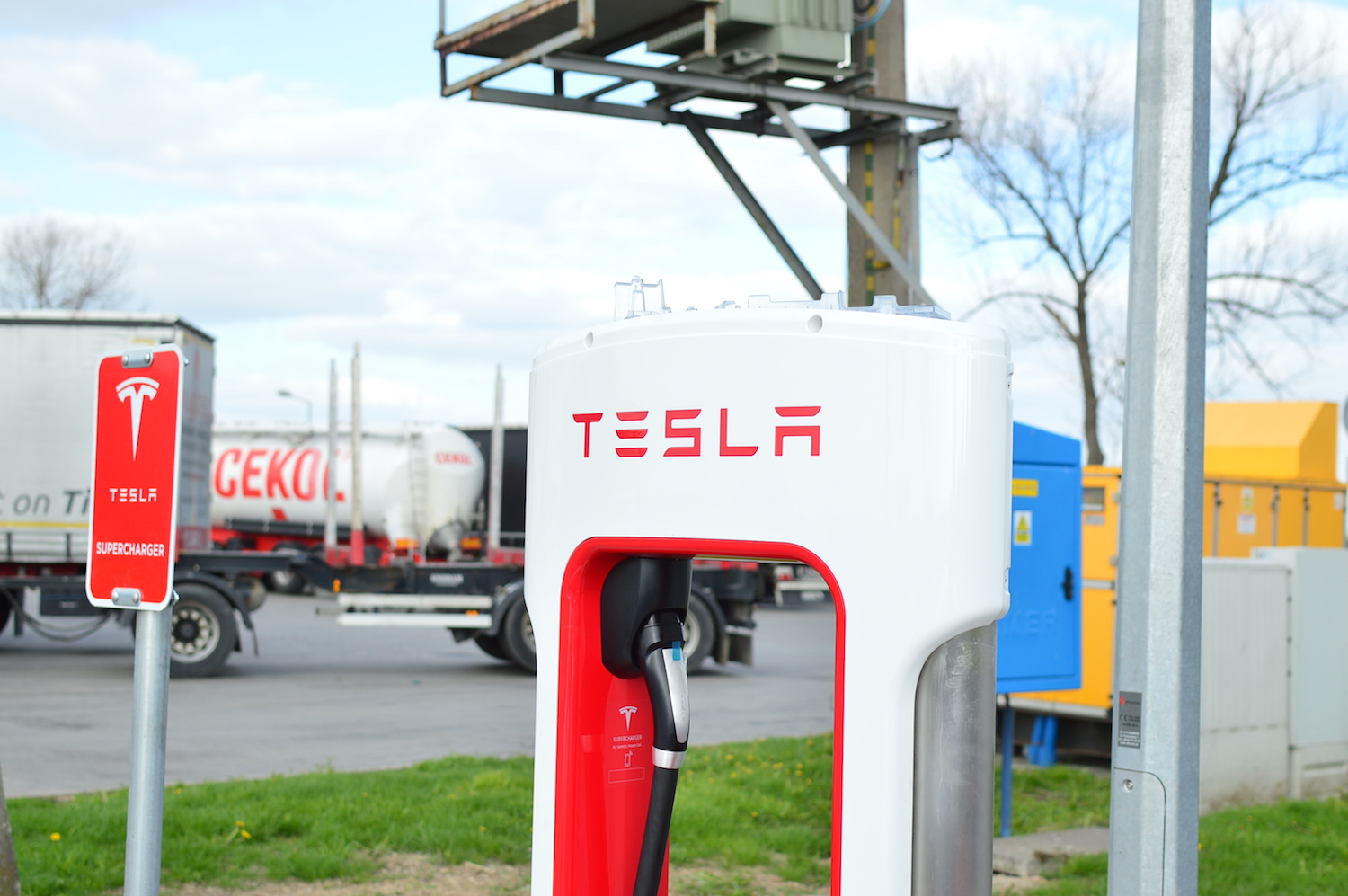tesla model s wroclaw supercharger 6