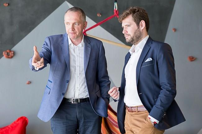 Tomasz Motyl, Chief Innovation Officer w Alior Banku, i Kacper Winiarczyk, dyrektor generalny Uber w Polsce.