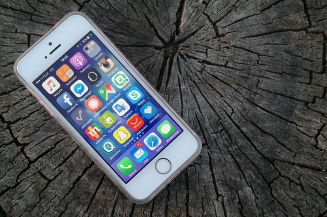 iPhone SE przód