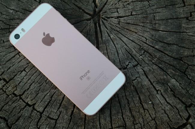 iPhone SE tył