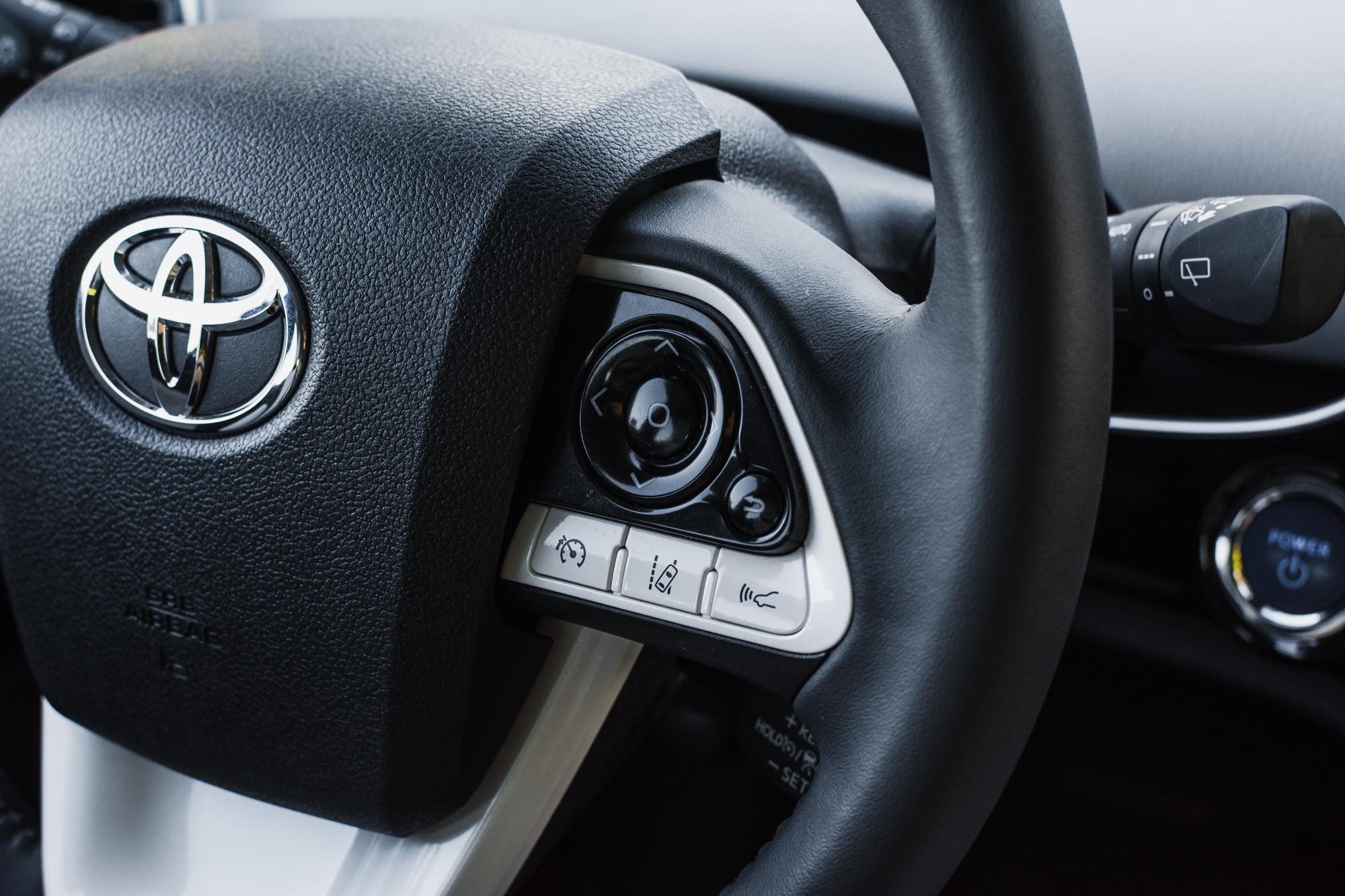 Toyota-Prius-srodek-11
