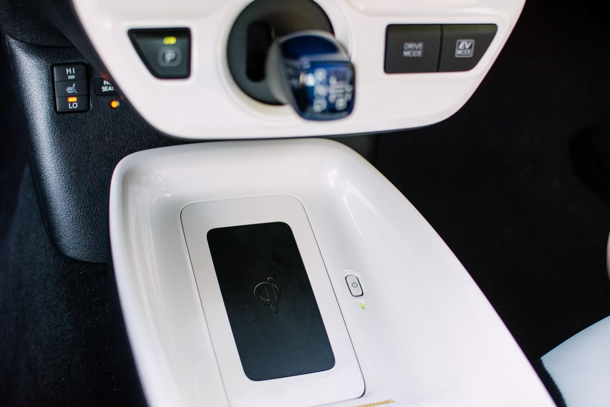 Toyota-Prius-srodek-26