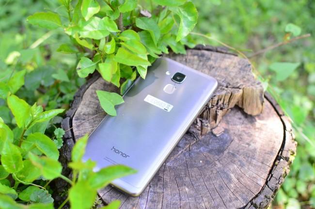 Jaki smartfon do 1000 zł kupić? Dobrą propozycją może być Honor 7 Lite.