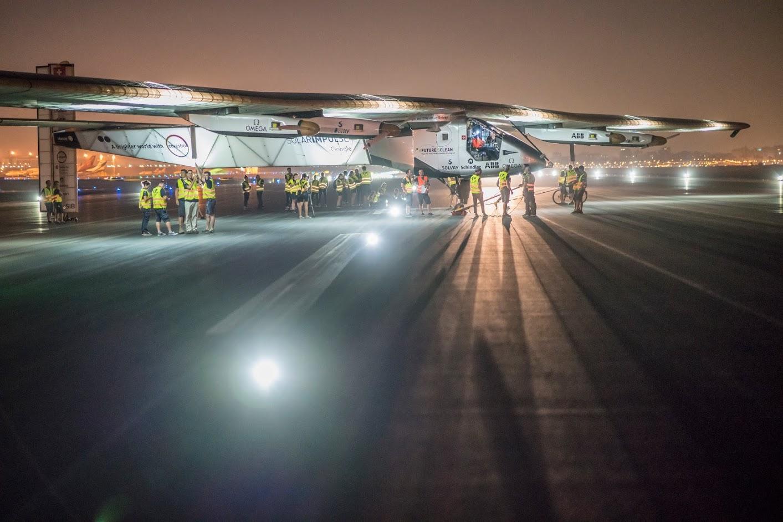 Solar Impulse 2 wylądował w Abu Dhabi.