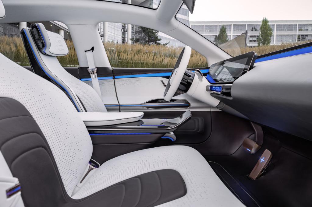 Generation EQ, Interieur, auf den Fahrer zugeschnittene Instrumententafel ; Generation EQ, interior, the instrument panel is tailored to the driver;