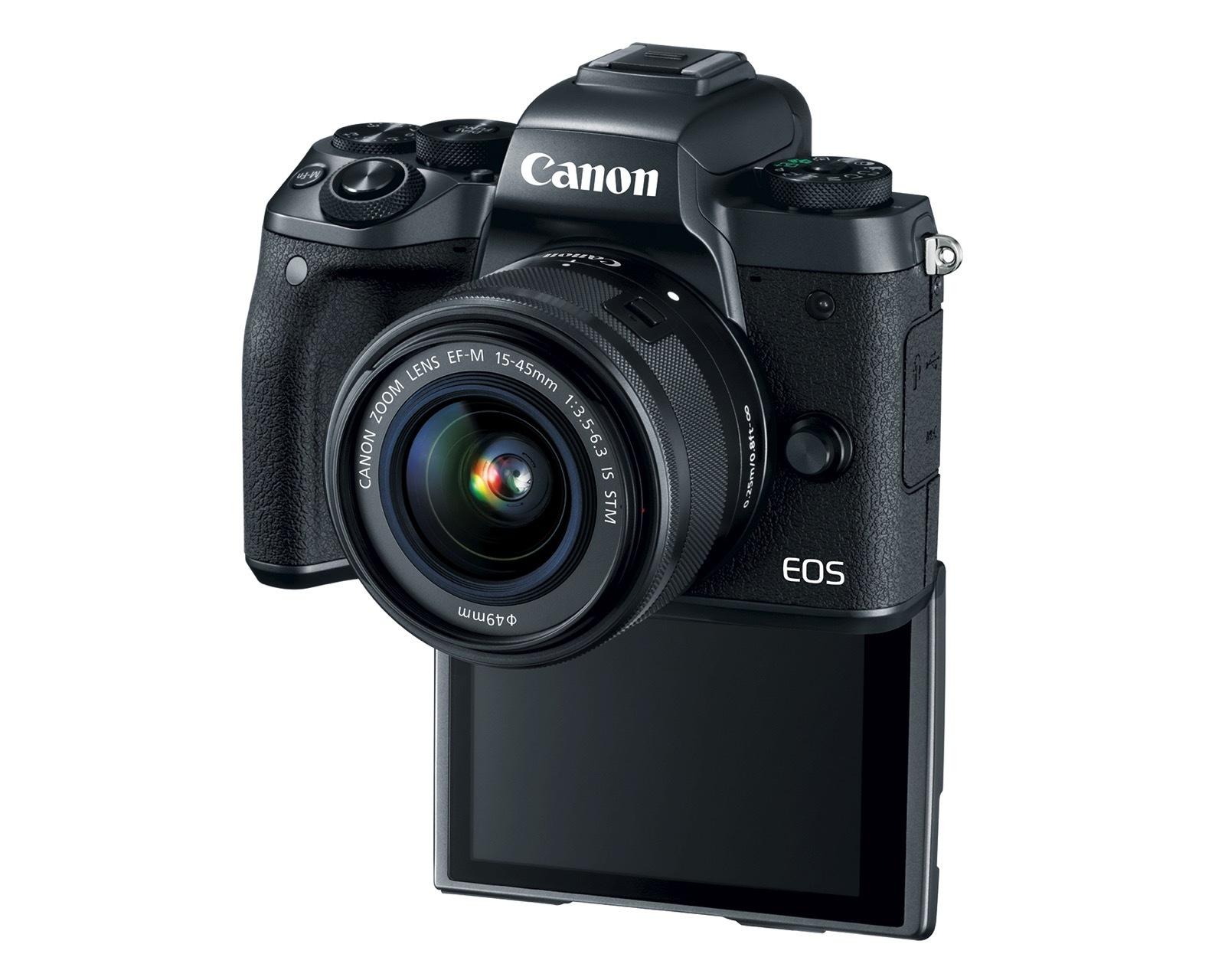 Canon EOS M5 i jego wywijany ekran.