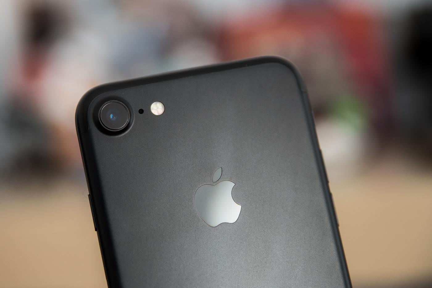 Aparat iPhone'a 7 w tyle za Androidami, ale to bez znaczenia, bo… Apple i tak wygrywa