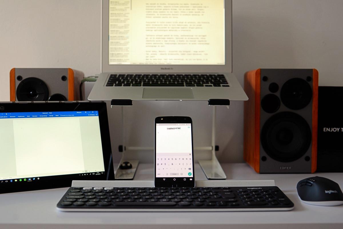 Logitech K780 to bardzo uniwersalna klawiatura.