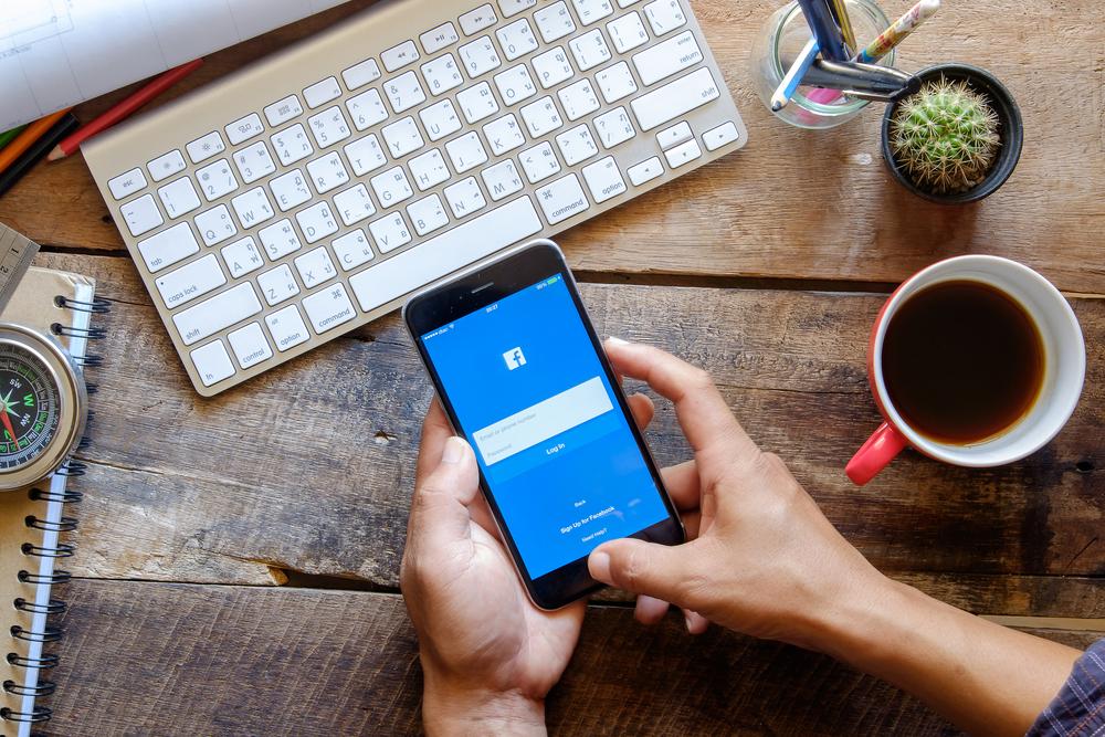 Tak się rodzą nowe media, czyli Facebook będzie szkolił… dziennikarzy