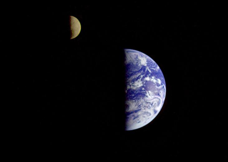 Ziemia i Księżyc widziana z pokładu sondy Galileo