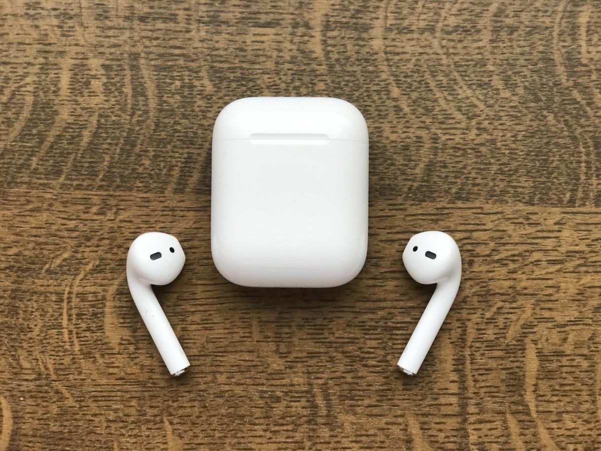 Zdziwieni? Budzące kontrowersje słuchawki Apple AirPods sprzedają się jak szalone