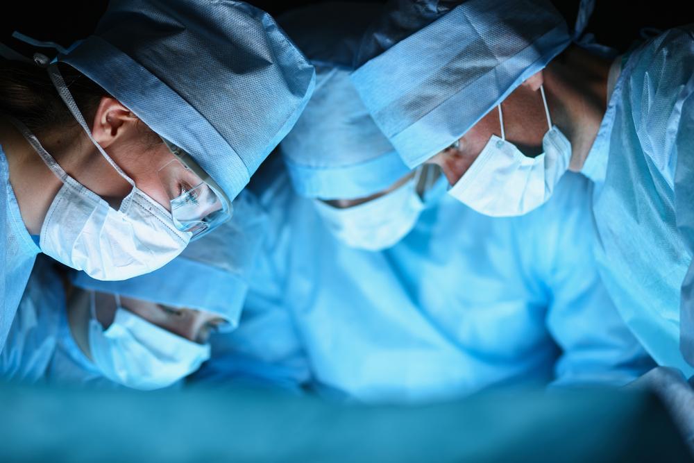 Takiej transmisji jeszcze nie widziałeś. Chirurg nagrał operację… okularami Snapchata