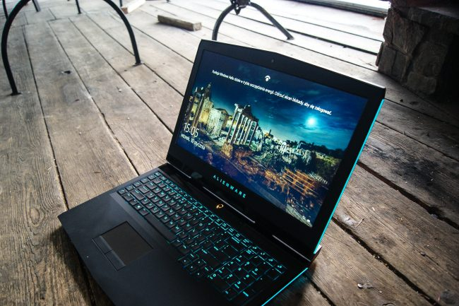 new-alienware-17-2016-12