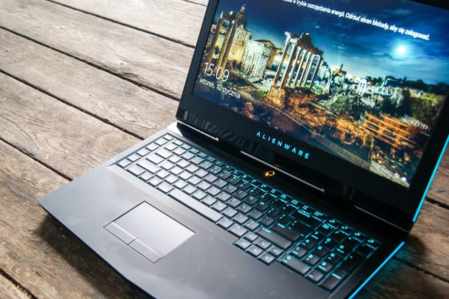 new-alienware-17-2016-18