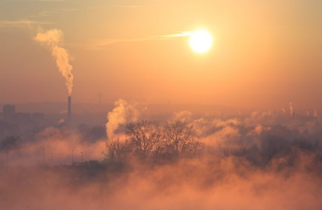 Smog w całej Polsce - darmowa komunikacja miejska dostępna w Warszawie, Krakowie i Kielcach.