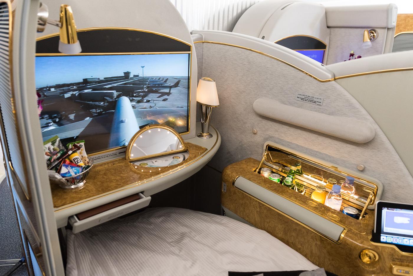 Airbus A380 linii Emirates na Lotnisku Chopina w Warszawie