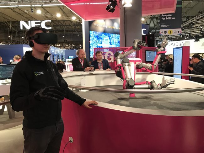 hololens-t-mobile-mwc-2017-11