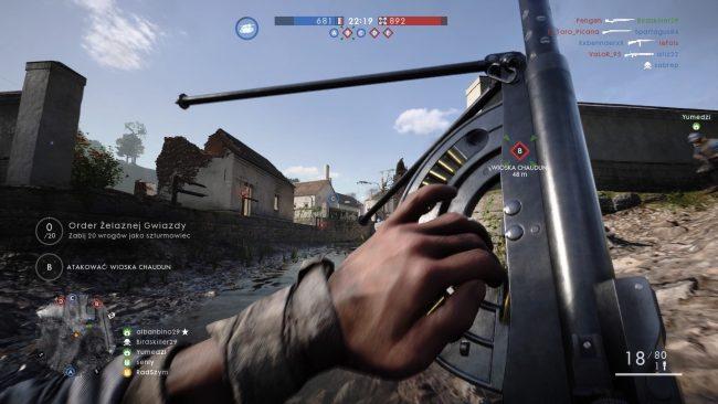 Nowy karabin maszynowy żołnierza wsparcia...