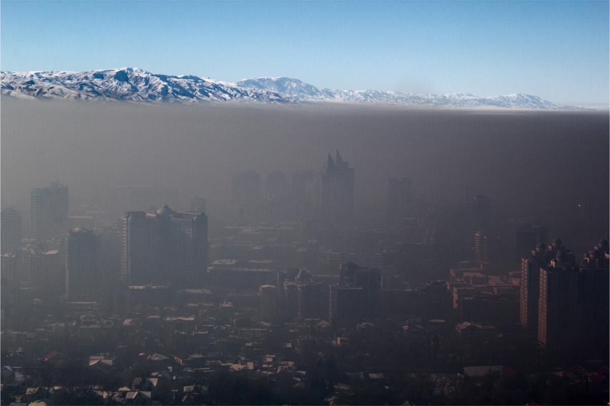Smog nad miastem Ałmaty w Kazachstanie (Igors Jefimovs CC BY 3.0)