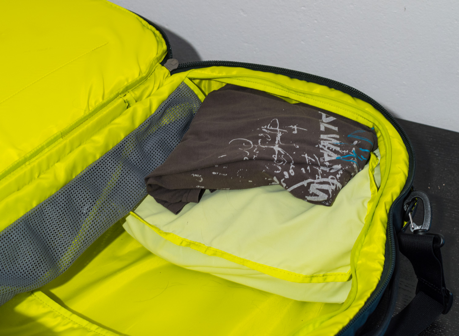 Thule-Subterra-Carry-On-40L-1-3