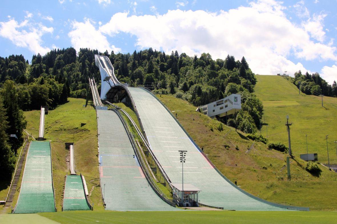 Skoki narciarskie to sport, który niestety unika nowych technologii. Sędziowanie na oko wiecznie żywe