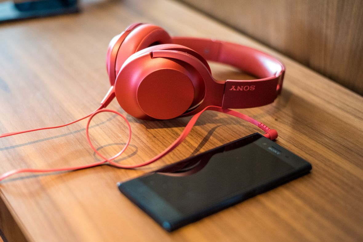 Słuchawki za 1200 zł gratis. Xperia XZ Premium – ceny i dodatki dla zamówień przedpremierowych