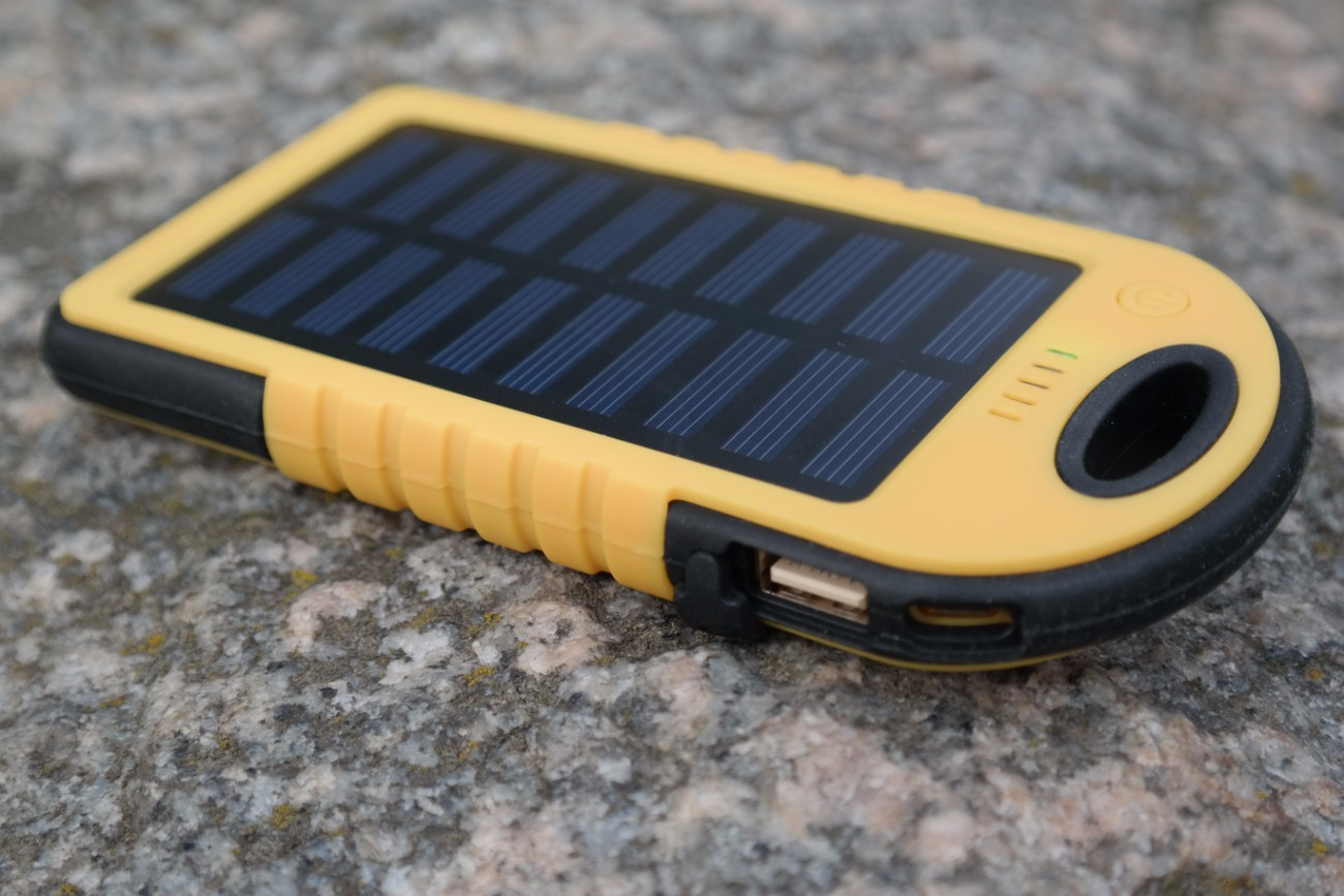 hykker powerbank solar 4000 sprawdzamy powerbank z biedronki. Black Bedroom Furniture Sets. Home Design Ideas