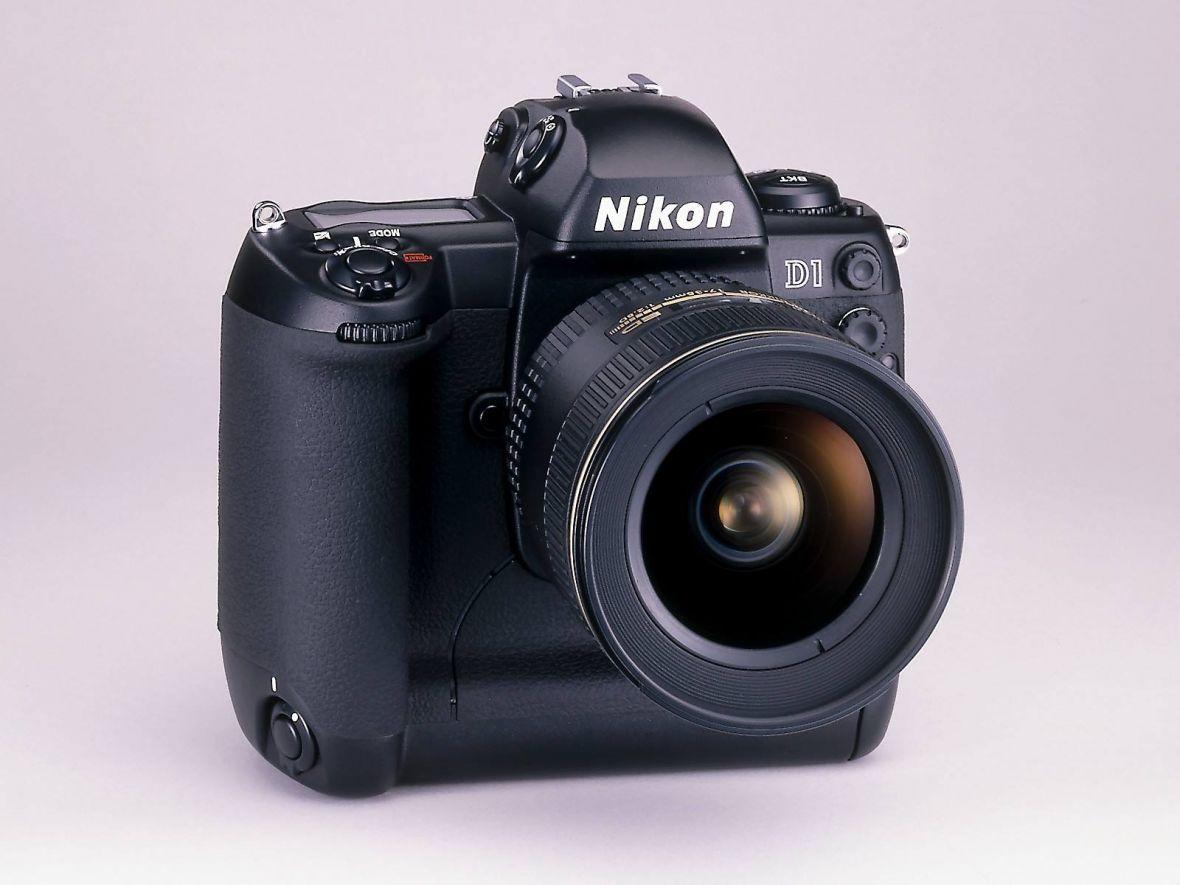 Sto lat, Nikonie! Pierwsza cyfrowa lustrzanka Nikona kończy 18 lat